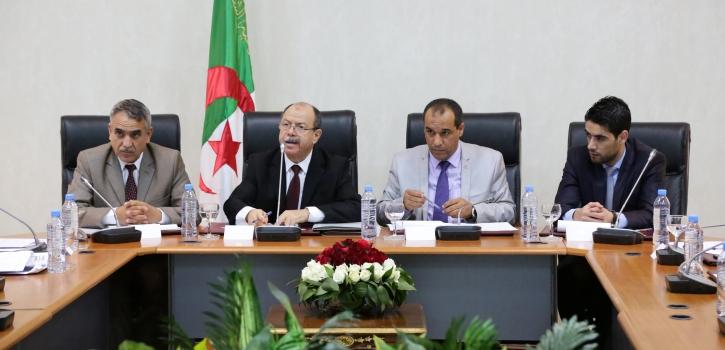 وزير العدل يعرض مشروع القانون الذي يعدل قانون الإجراءات الجزائية أمام اللجنة القانونية لمجلس الأمة
