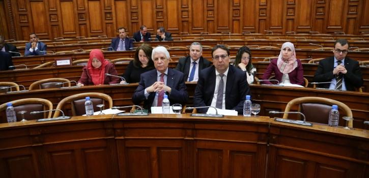 أعضاء مجلس الأمة يناقشون مشروع القانون العضوي الذي يُحدِّد شروط وكيفيات تطبيق الدفــع بعدم الدستورية