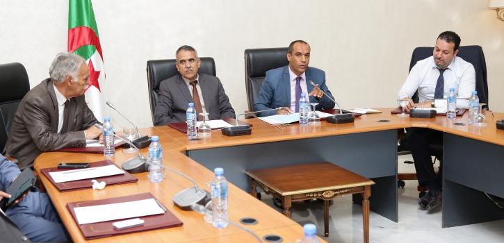 لجنة الشؤون القانونية لمجلس الأمة ترفع تقريرا رفع الحصانة البرلمانية عن عضوي مجلس الأمة إلى مكتب المجلس
