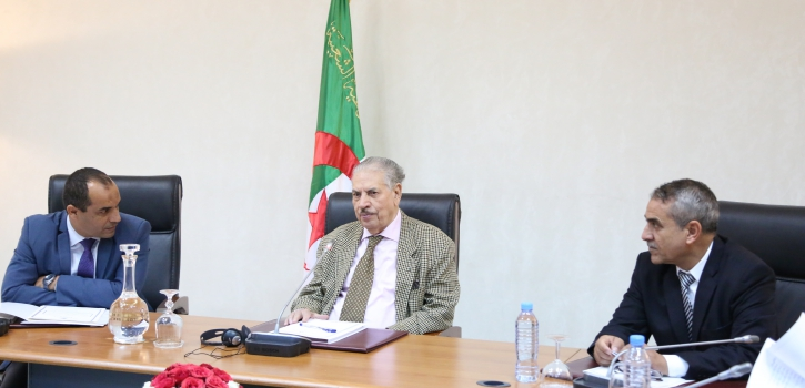 اجتماع داخلي للجنة الشؤون القانونية لمجلس الأمة