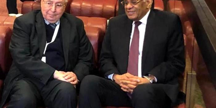 رئيس مجلس الأمة  عبد القادر بن صالح يتحادث مع رئيس مجلس النواب المصري