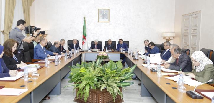 لجنة الشؤون القانونية تدرس نص القانون المتضمن كيفيات الدفع بعدم الدستورية