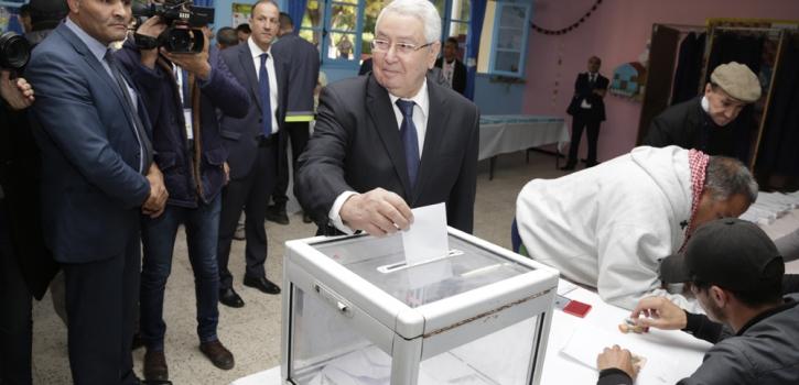 رئيس مجلس الأمة يؤدي واجبه الانتخابي