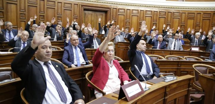 أعضاء مجلس الأمة يصادقون على مشروعي القانون المتعلِّق بالصّحة و قائمة الأعياد الرسمية