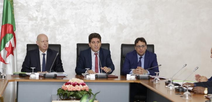 لجنة المالية تستمع لعرض وزير المالية حول مشروع القانون العضوي المتعلق بقوانين المالية