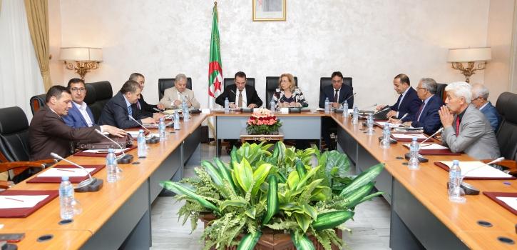 وزير العمل يعرض مشروع القانون الذي يحدد قائمة الأعياد الرسمية بمجلس الأمة